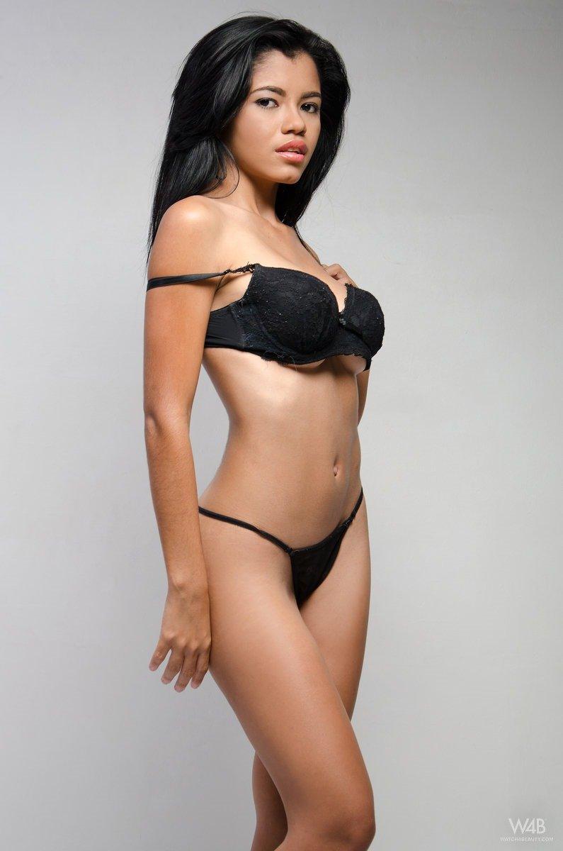 nude pictures of elizabeth banks